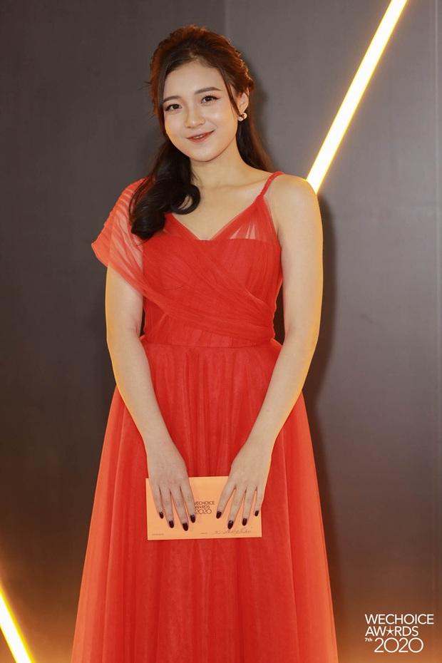 Thảm đỏ WeChoice Awards 2020 xuất hiện vũ trụ game thủ/ streamer Việt, ai cũng xinh đẹp lịch lãm đến bất ngờ - Ảnh 1.