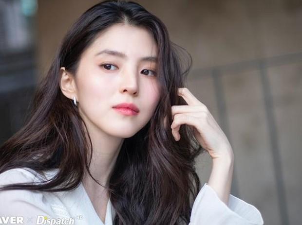 Đóng phim hết mình, tiểu tam quốc dân Han So Hee hết chấn thương xương sườn đến cấp cứu vì khó thở - Ảnh 1.