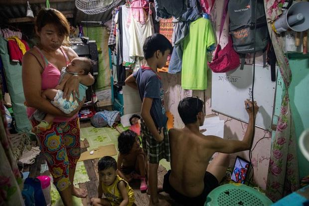 Học trực tuyến ở Philippines: Băng rừng lên núi, trèo nóc nhà hay ra nghĩa địa chỉ để có Internet, việc học chưa bao giờ gian nan đến thế! - Ảnh 16.