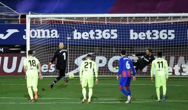 Đội bóng La Liga cho thủ môn lên sút phạt đền, thử một lần chơi lớn xem đối thủ có trầm trồ - Ảnh 3.