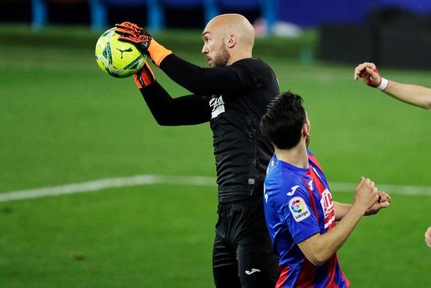 Đội bóng La Liga cho thủ môn lên sút phạt đền, thử một lần chơi lớn xem đối thủ có trầm trồ - Ảnh 5.