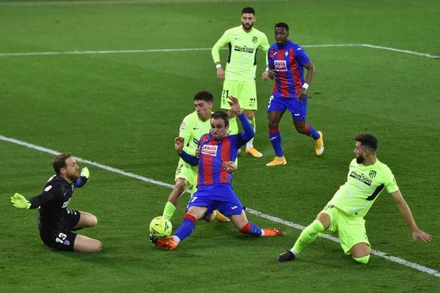 Đội bóng La Liga cho thủ môn lên sút phạt đền, thử một lần chơi lớn xem đối thủ có trầm trồ - Ảnh 7.