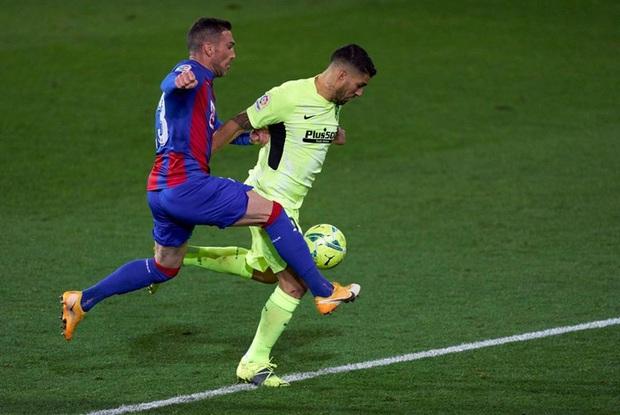 Đội bóng La Liga cho thủ môn lên sút phạt đền, thử một lần chơi lớn xem đối thủ có trầm trồ - Ảnh 8.