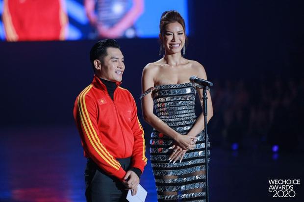 Minh Tú và Võ Hoàng Yến như người khổng lồ, biến dàn khách mời thành tí hon trên sân khấu WeChoice 2020 - Ảnh 4.