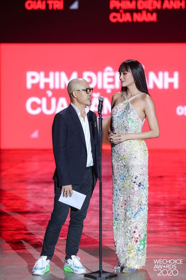 Minh Tú và Võ Hoàng Yến như người khổng lồ, biến dàn khách mời thành tí hon trên sân khấu WeChoice 2020 - Ảnh 5.
