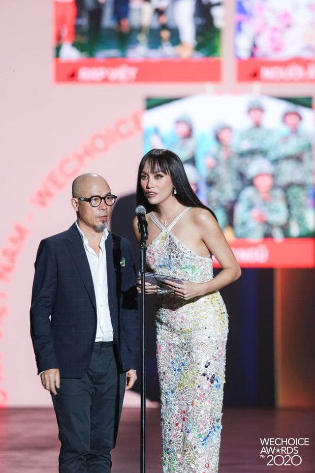Minh Tú và Võ Hoàng Yến như người khổng lồ, biến dàn khách mời thành tí hon trên sân khấu WeChoice 2020 - Ảnh 6.