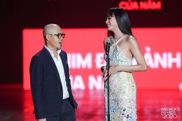 Minh Tú và Võ Hoàng Yến như người khổng lồ, biến dàn khách mời thành tí hon trên sân khấu WeChoice 2020 - Ảnh 8.