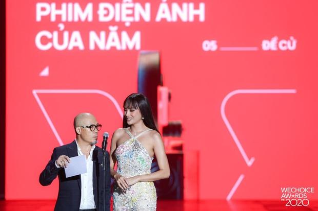 Minh Tú và Võ Hoàng Yến như người khổng lồ, biến dàn khách mời thành tí hon trên sân khấu WeChoice 2020 - Ảnh 9.
