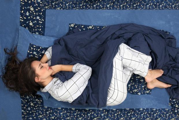 3 tư thế ngủ rất dễ hủy hoại vòng eo, ngực và ngoại hình của bạn, sửa ngay trước khi quá muộn - Ảnh 1.