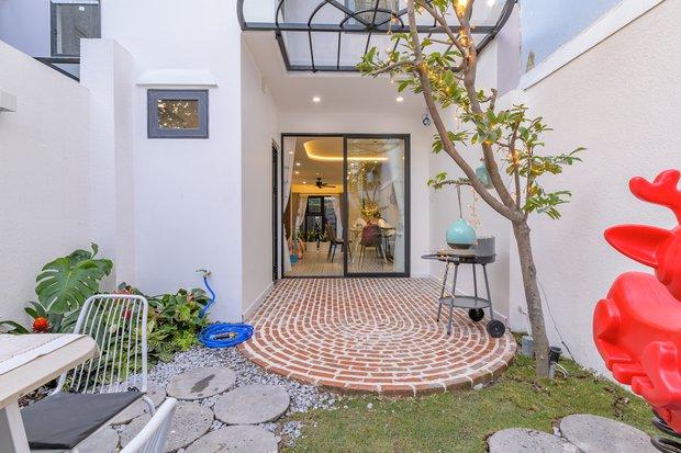 Chiêm ngưỡng nhà phố rộng 75m2 nhưng có cả sân vườn của vợ chồng trẻ, học ngay bí quyết thiết kế nhà thoáng và sáng - Ảnh 18.