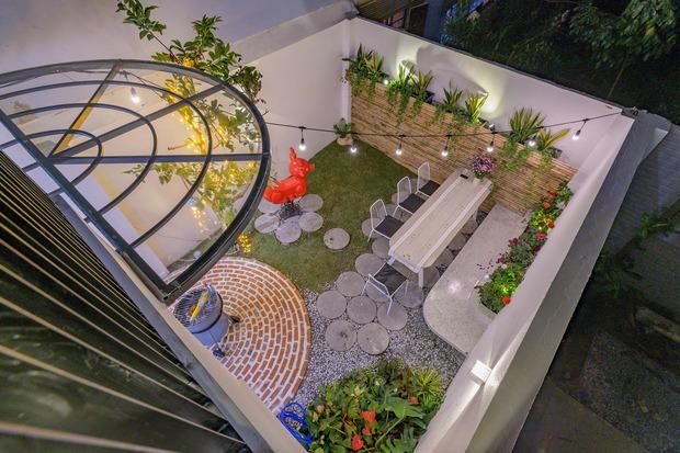 Chiêm ngưỡng nhà phố rộng 75m2 nhưng có cả sân vườn của vợ chồng trẻ, học ngay bí quyết thiết kế nhà thoáng và sáng - Ảnh 17.