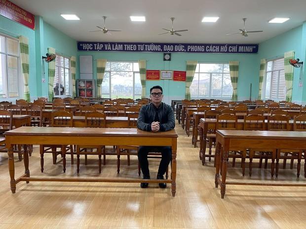 MC Quang Minh đi họp phụ huynh cho con trai nhưng phút cuối lại xị mặt, nghe lý do mà giận giùm nha! - Ảnh 1.