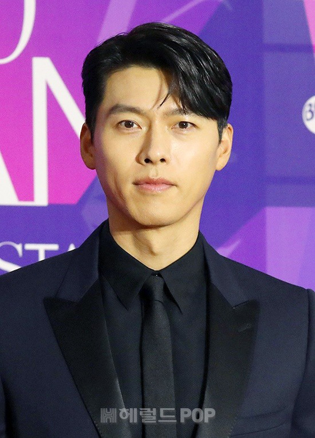 Thảm đỏ APAN Star Awards: Hyun Bin xuất hiện lẻ bóng, Son Ye Jin vắng mặt, Seo Ye Ji và Lee Min Jung xinh như thiên thần - Ảnh 2.