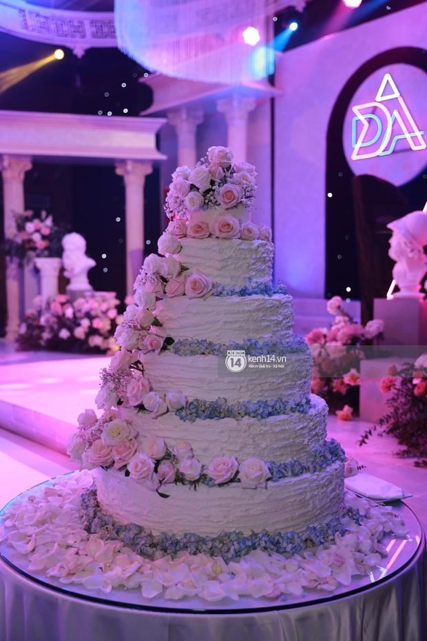 Cập nhật đám cưới Á hậu Thuý An tại TP.HCM: Cô dâu lộ diện cực xinh, Tiểu Vy cùng dàn khách mời mỹ nhân Vbiz đang đổ bộ  - Ảnh 24.