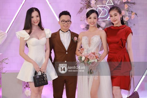 Cập nhật đám cưới Á hậu Thuý An tại TP.HCM: Cô dâu lộ diện cực xinh, Tiểu Vy cùng dàn khách mời mỹ nhân Vbiz đang đổ bộ  - Ảnh 7.