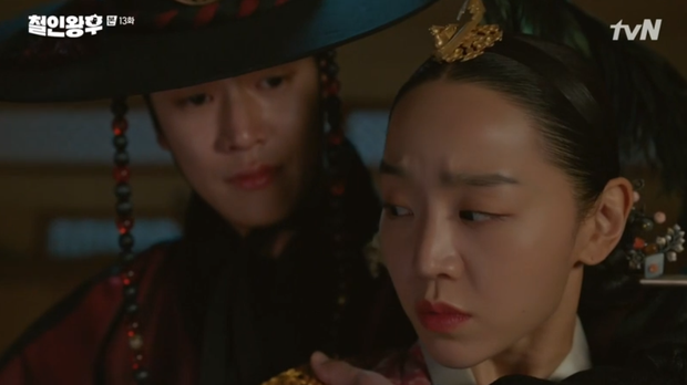 Tưởng Kim Jung Hyun là gái xinh, Shin Hye Sun chủ động đưa anh thượng lên giường ở Mr. Queen tập 13 - Ảnh 2.