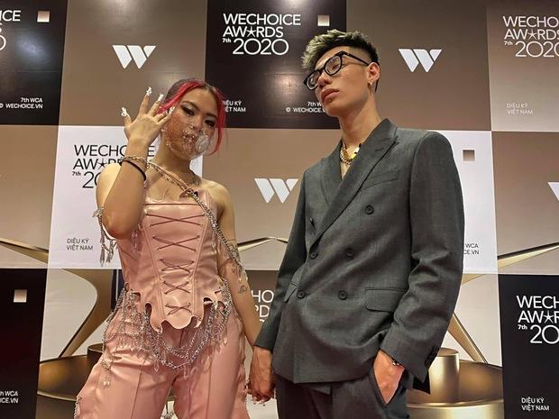 Dàn hot couple sánh vai tại Gala WeChoice Awards: Linh Rin - Phillip Nguyễn trông như vợ chồng son, Wean - Naomi bao ngầu - Ảnh 13.