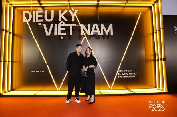 Dàn hot couple sánh vai tại Gala WeChoice Awards: Linh Rin - Phillip Nguyễn trông như vợ chồng son, Wean - Naomi bao ngầu - Ảnh 9.