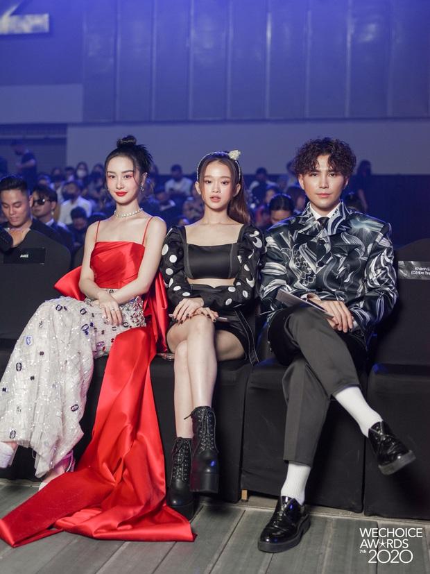 Dàn hot couple sánh vai tại Gala WeChoice Awards: Linh Rin - Phillip Nguyễn trông như vợ chồng son, Wean - Naomi bao ngầu - Ảnh 4.