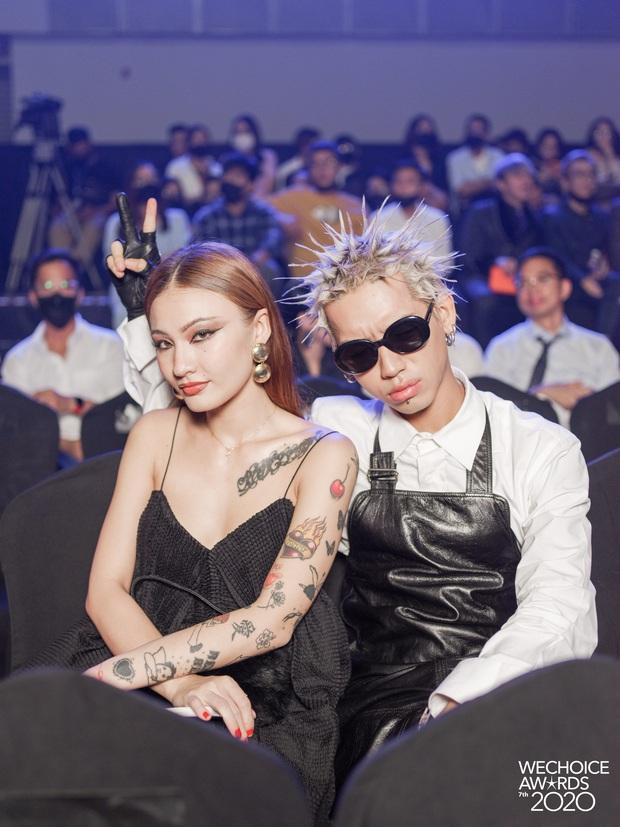 Dàn hot couple sánh vai tại Gala WeChoice Awards: Linh Rin - Phillip Nguyễn trông như vợ chồng son, Wean - Naomi bao ngầu - Ảnh 2.