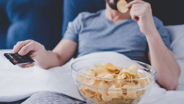 Vì sao chúng ta không nên ăn snack khoai tây mỗi khi xem phim: Nghe xong lý do bạn sẽ phải gật gù đồng ý ngay! - Ảnh 1.