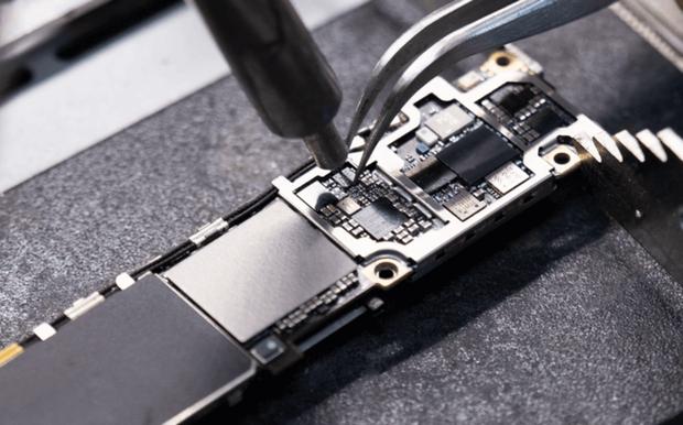 Phải làm gì nếu iPhone của bạn sạc không vào điện? Đừng vội thay pin vì có thể điều đó chẳng giải quyết được vấn đề! - Ảnh 8.