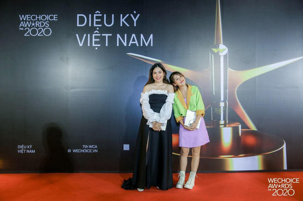 Diệu Nhi réo tên Mũi trưởng Long vì Hậu Hoàng mặc váy quá xinh tại WeChoice Awards 2020 - Ảnh 1.