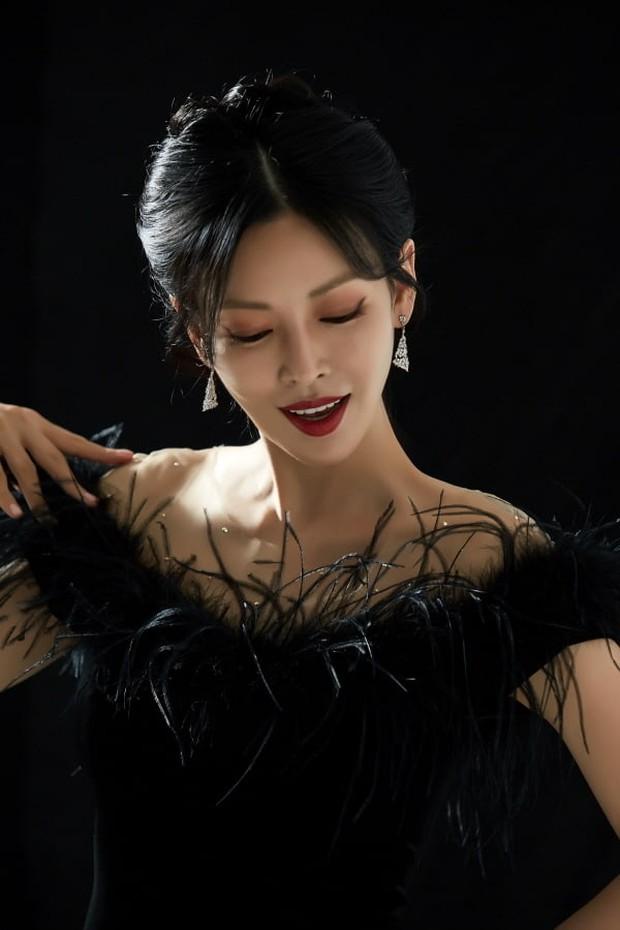 Kim So Yeon được nhận định có vẻ ngoài đúng chuẩn ác nữ, hèn gì chị làm fan Penthouse điên đảo đến vậy! - Ảnh 2.