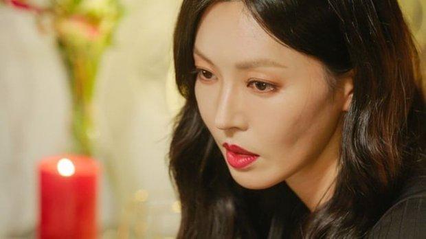Kim So Yeon được nhận định có vẻ ngoài đúng chuẩn ác nữ, hèn gì chị làm fan Penthouse điên đảo đến vậy! - Ảnh 3.