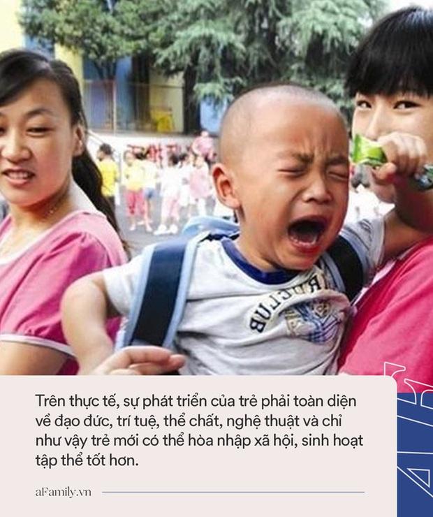 Ngày đầu tiên đi học mẫu giáo, cậu bé khóc lóc chán chê 1 hồi rồi có hành động ngoài sức tưởng tượng khiến ai cũng phải cười bò - Ảnh 3.