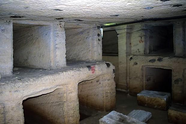 Đang kéo xe chở đá nặng, con lừa khốn khổ bị rơi xuống cái hố nào ngờ nhờ đó mà phát hiện ra công trình lịch sử đồ sộ gây choáng ngợp - Ảnh 4.