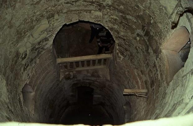 Đang kéo xe chở đá nặng, con lừa khốn khổ bị rơi xuống cái hố nào ngờ nhờ đó mà phát hiện ra công trình lịch sử đồ sộ gây choáng ngợp - Ảnh 6.