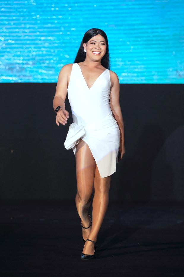 Vedette Vũ Thu Phương nói gì sau khi được trở lại & nhận giải Người đẹp được yêu thích nhất ở Đại Sứ Hoàn Mỹ? - Ảnh 3.