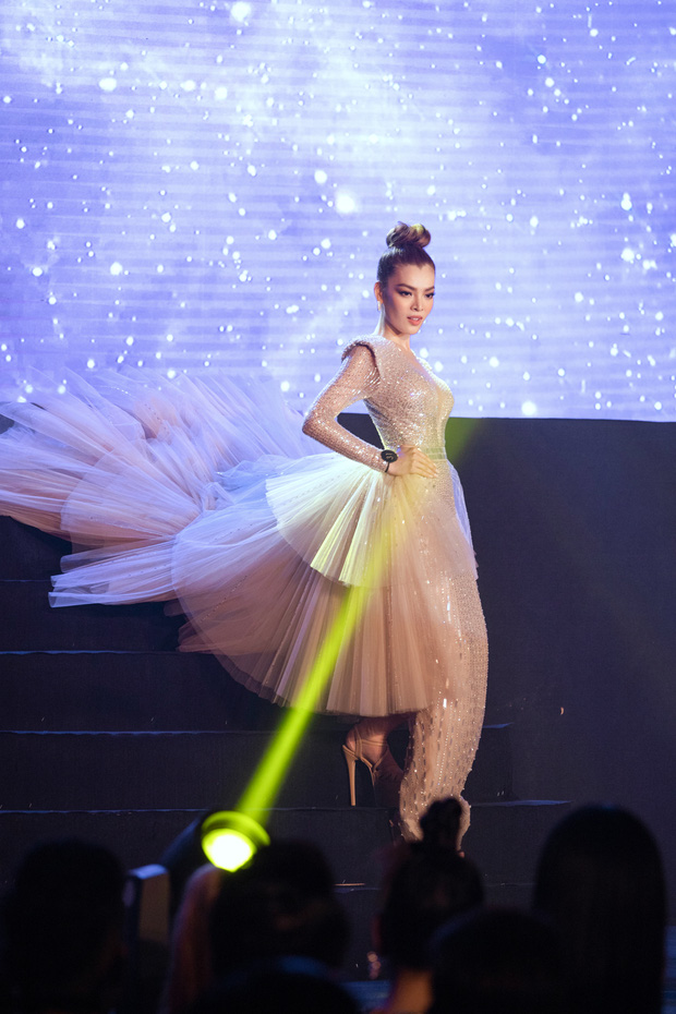 Xem Trân Đài ở Chung kết Đại Sứ Hoàn Mỹ mà cứ ngỡ cựu Hoa hậu Hoàn vũ Demi! - Ảnh 2.