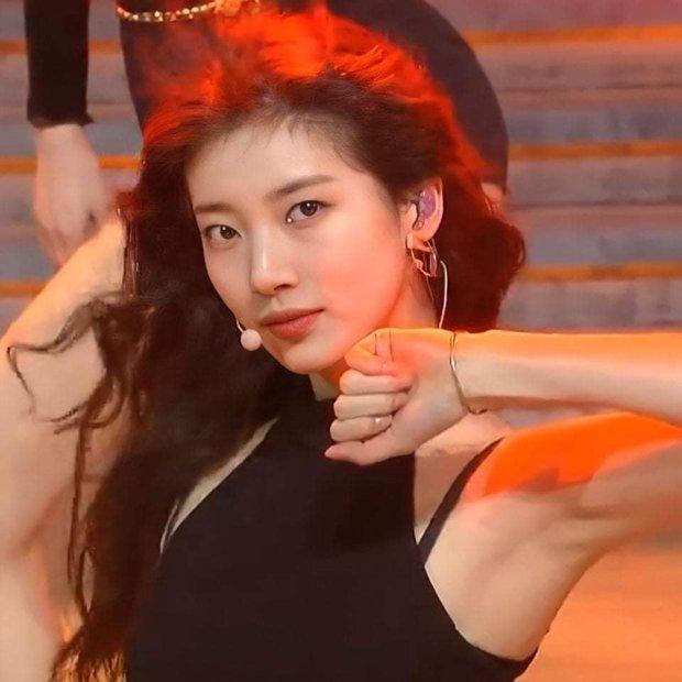Knet nhớ Suzy làm idol lắm rồi: Diễn concert solo mà khiến dân tình điên đảo, thần thái tới nhan sắc đều đỉnh của chóp! - Ảnh 12.