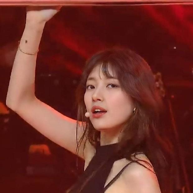 Knet nhớ Suzy làm idol lắm rồi: Diễn concert solo mà khiến dân tình điên đảo, thần thái tới nhan sắc đều đỉnh của chóp! - Ảnh 10.