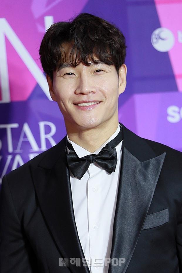 Thảm đỏ APAN Music Awards: Jeon So Min xinh hết phần thiên hạ, Wanna One tái ngộ khiến fan dậy sóng - Ảnh 4.