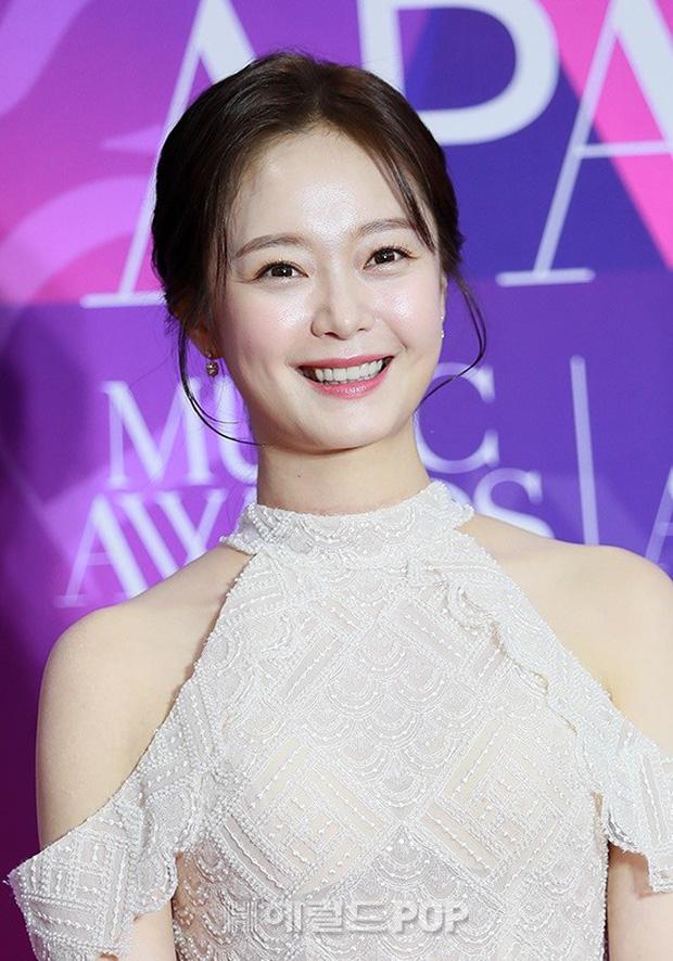 Thảm đỏ APAN Music Awards: Jeon So Min xinh hết phần thiên hạ, Wanna One tái ngộ khiến fan dậy sóng - Ảnh 2.