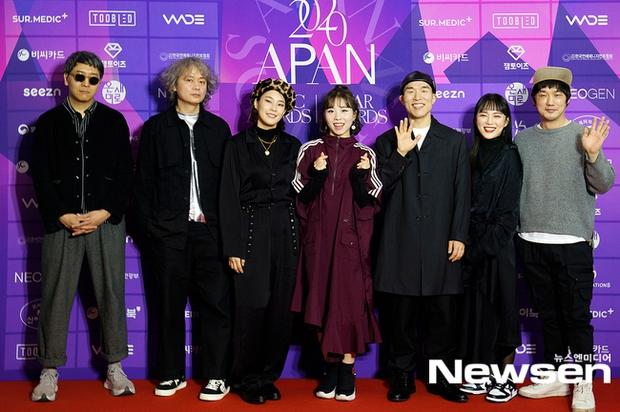 Thảm đỏ APAN Music Awards: Jeon So Min xinh hết phần thiên hạ, Wanna One tái ngộ khiến fan dậy sóng - Ảnh 14.