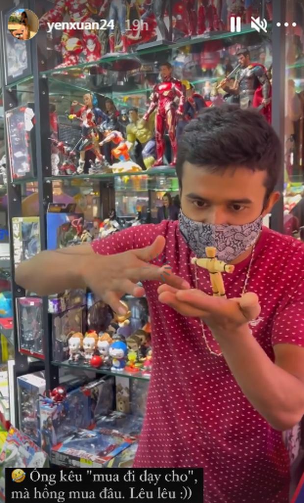 Văn Lâm vui vẻ nghịch súng đồ chơi  - Ảnh 3.