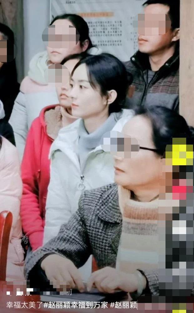 Bố Phùng Thiệu Phong suýt gặp tai nạn khi lái xe của Triệu Lệ Dĩnh, 2 vợ chồng đều vắng mặt tại bệnh viện - Ảnh 4.