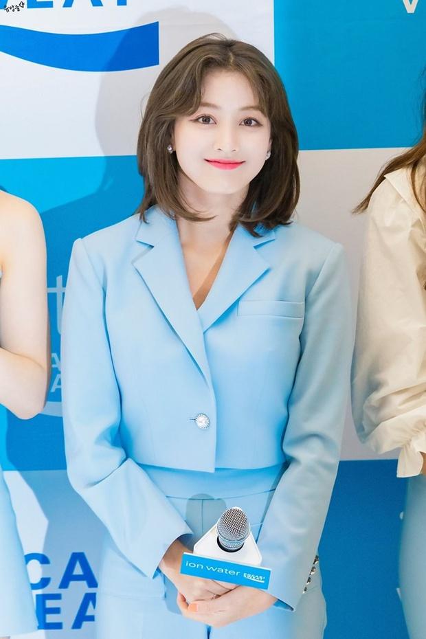 Trưởng nhóm Twice khiến dân tình tranh cãi khi để tóc bob: Visual thăng hạng đến độ từng lấn át cả Sana? - Ảnh 11.