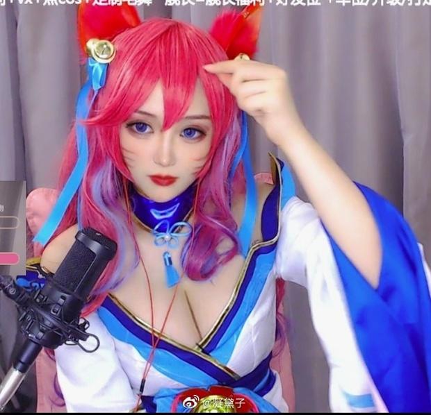Dân mạng Trung Quốc khai quật fangirl cực phẩm của SofM và Bin: Nữ cosplay sở hữu vòng 1 bức thở - Ảnh 4.