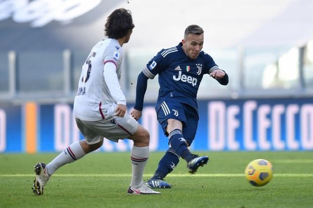 Ronaldo kiến tạo đưa Juventus trở lại top 4 Serie A - Ảnh 4.