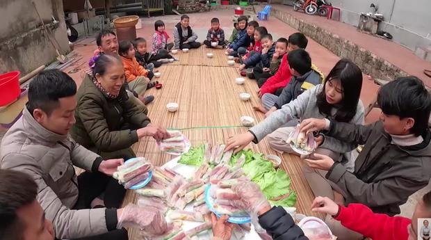 Bà Tân trổ tài làm món ăn vặt siêu hot ở Sài Gòn, đầu tư công phu là thế nhưng view hẻo đến mức bị netizen so sánh với Lâm Vlog? - Ảnh 3.