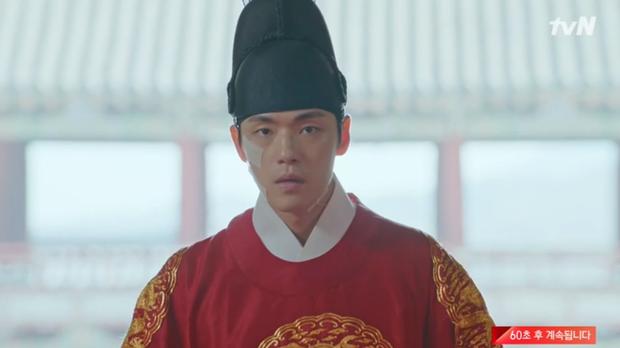 Tưởng Kim Jung Hyun là gái xinh, Shin Hye Sun chủ động đưa anh thượng lên giường ở Mr. Queen tập 13 - Ảnh 4.