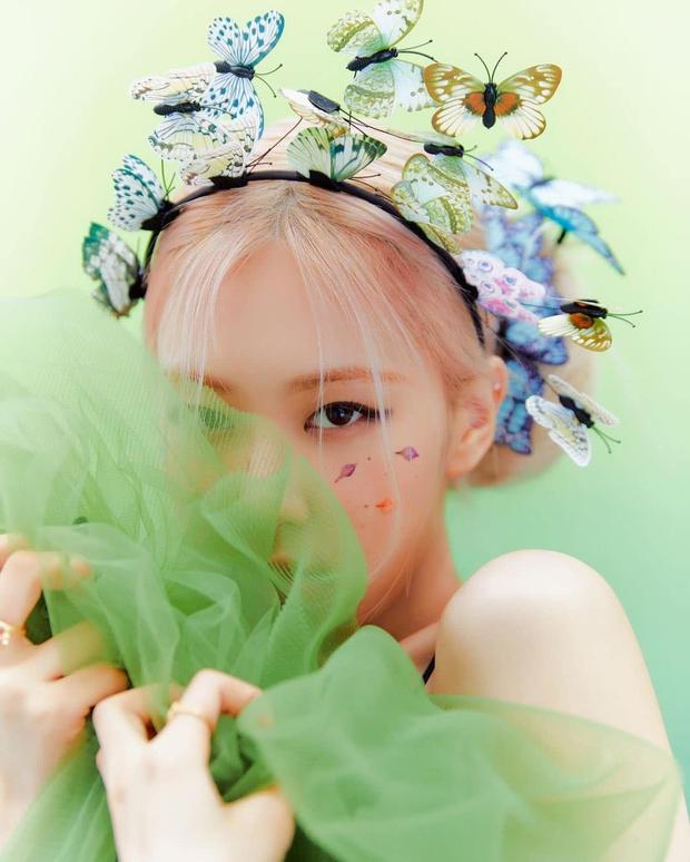 Rosé đích thị là khách VIP cute nhất: Mua gương xịn xò làm quà tặng salon tóc ruột dịp khai trương - Ảnh 1.