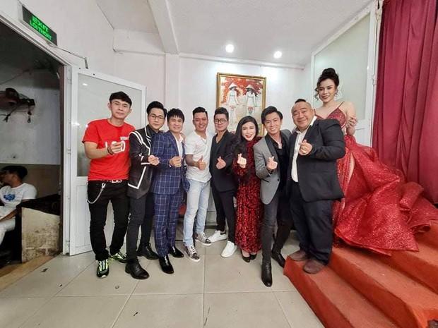 Ấm lòng tình nghệ sĩ: Tuấn Hưng và dàn sao Vbiz cùng góp mặt trong đêm nhạc gây quỹ cho 3 con cố ca sĩ Vân Quang Long! - Ảnh 2.
