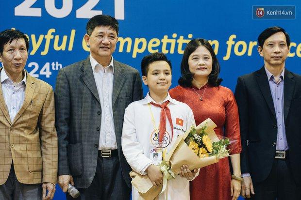 2 nam sinh lớp 6 giành HCV Olympic Toán và Khoa học quốc tế - Ảnh 4.