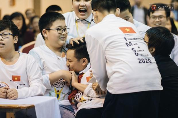 2 nam sinh lớp 6 giành HCV Olympic Toán và Khoa học quốc tế - Ảnh 13.
